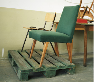 chair-on-pallet